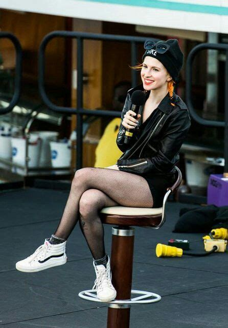 Legs Out! : hayleywilliams